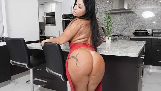 Monica Santhiago Novo Porno Enfrentando Rola do Negão Mandingo